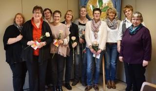 Der Vorstand und die Neuaufnahmen von links: Claudia Trautmann(Vorstand), Marianne Pape, Lucia Meyer, Eva Henning, Ulla Lüke-Pöppel, Anja Kleinefenn, Kati Born, Vorstand :Petra Krüger, Martina Lütkefedder und Maria Ernst