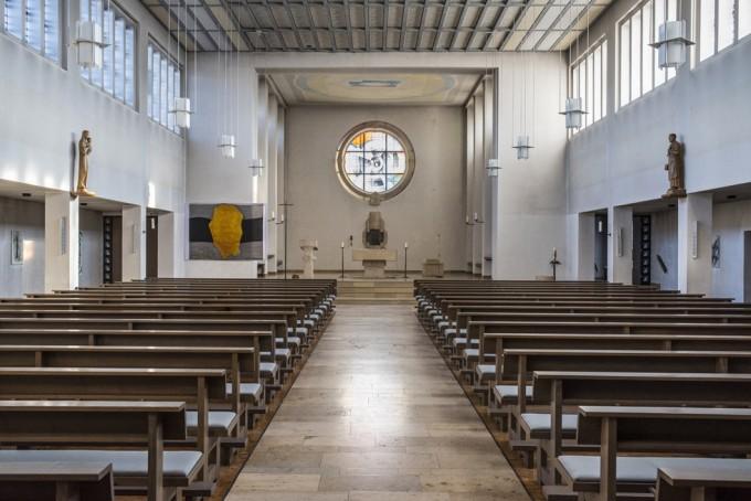 Kirche St. Joseph, Mastbruch, Inneres Blickrichtung Altar