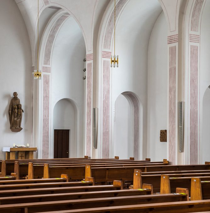Sande St. Marien, Blick Zu Den Seitenarkaden Rechts